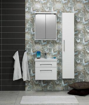 Kapeat kylpyhuonekalusteet muodostavat tyylikkään kokonaisuuden