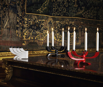 Perinteiset ja modernit piirteet kohtaavat kiertämällä muunneltavien kynttiläjalkojen muotoilussa