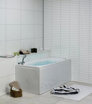 Moderni, linjakas poreamme kylpyhuoneessa
