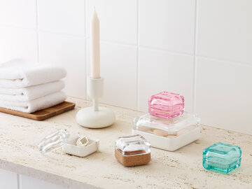 Kylpyhuoneen pientavarat järjestykseen kätevillä rasioilla
