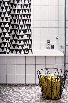 Geometriset muodot luovat yhtenäisyyttä kylpyhuoneen sisustuksessa
