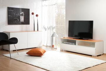 Yhteensopivat senkki ja tv-taso luovat tilaan rauhallisen tunnelman
