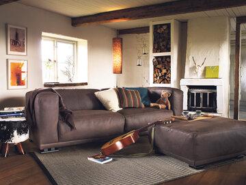 Muhkea sohva luo kodikkaan tunnelman