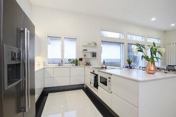 Moderni keittiö c34378
