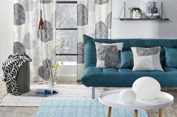 Tekstiileissä yhdistyvät kauniisti erilaiset kuosit ja materiaalit