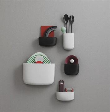 """Seinälle asennettavissa """"taskuissa"""" vaikka keittiövälineet pysyvät järjestyksessä"""