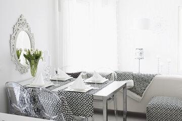 Tässä tilassa yhdistyvät kauniisti romanttisen pehmeät elementit ja graafiset kuviot