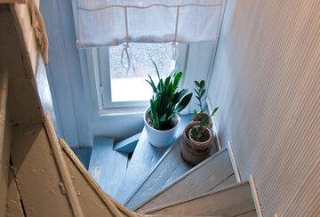 Pieni talo Pirkanmaalla – yläkerran sisustus