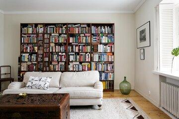 Suuri kirjahylly on kuin taideteos