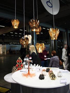 Kauniin muotoilullisia valaisimia ja pienesineitä, Habitare 2014