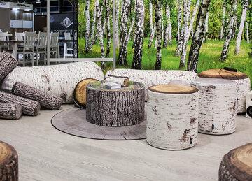 Hauskoja puukuvioisia jakkaroita ja pöytiä, Habitare 2015