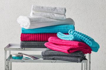 Värikkäät pyyhkeet ilahduttavat kylpyhuoneessa
