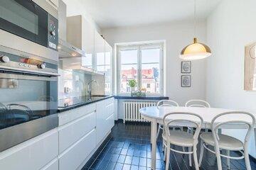 Vanhan asunnon remontoitu keittiö