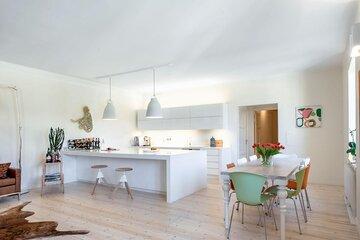 Kaunis skandinaaviseen tyyliin sisustettu koti