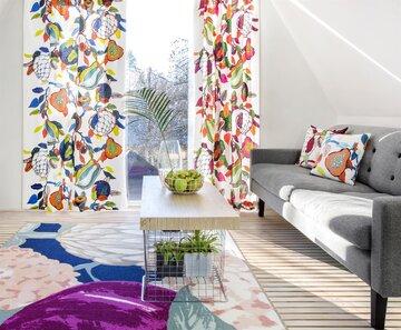 Hedelmäiset Vallilan verhot tuovat väriä olohuoneeseen