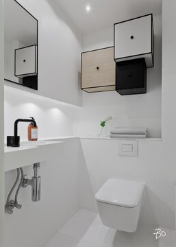 Tyylikkäät kuutiokaapit vessan seinällä