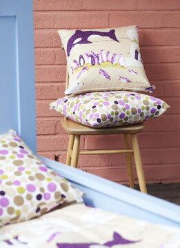 Ihania tekstiilejä lastenhuoneessa