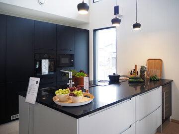 Keittiö kohteessa Suola ja pippuri, Asuntomessut 2016 Seinäjoki