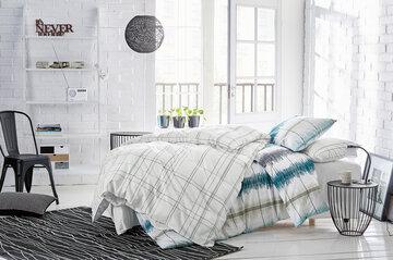 Vaalea ja valoisa makuuhuone