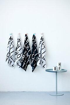 Tyylikästä typografiaa keittiötuotteissa