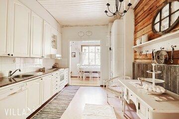 Hurmaava hirsitalon keittiö