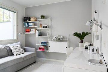 Skandinaaviseen tyyliin sisustettu työhuone