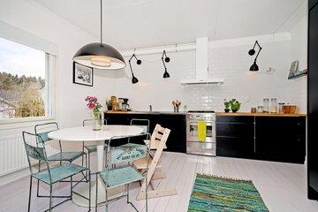 Skandinaavista ilmettä mustavalkoisessa keittiössä