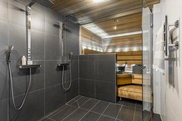 Tyylikäs harmaa kylpyhuone