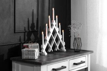 Kookkaalla kyntteliköllä valoa pimeyteen