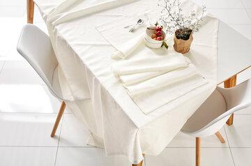 Lumenvalkoiset tekstiilit talviseen kattaukseen