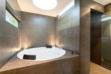Ylellistä tunnelmaa kylpyhuoneessa