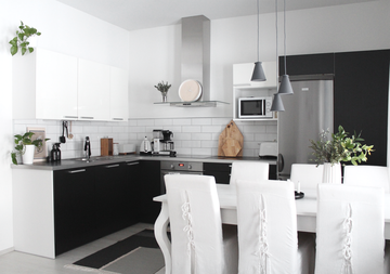 Mustavalkoinen keittiö