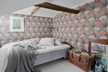 Romanttiset kukkatapetit makuuhuoneessa