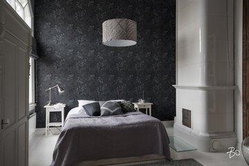 Makuuhuoneen kaunis kakluuni vangitsee katseen