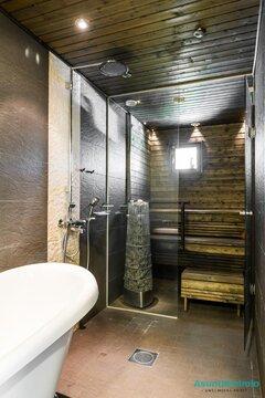 Tumma sauna lasiseinällä