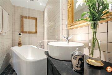 Luksusta yksiön kylpyhuoneessa