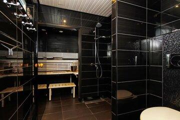 Musta moderni kylpyhuone