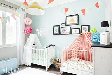 Iloisia värejä lastenhuoneen sisustuksessa