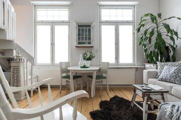 Pienen puutalokodin hurmaava olohuone