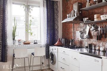 Kaksion kaunis keittiö on remontoitu vanhan ajan henkeen
