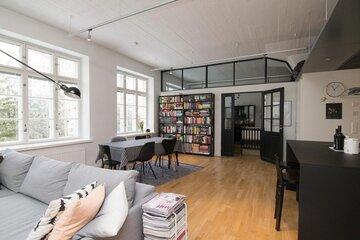 Loft-asunnon avara oleskelutila