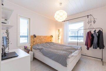 Trendikäs sängynpääty on tehty puukuitulevystä