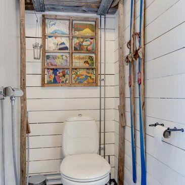 Maalaisromanttinen wc