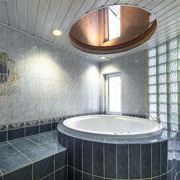 Perinteinen kylpyhuone 9568865