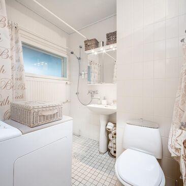 Maalaisromanttinen kylpyhuone 9894967