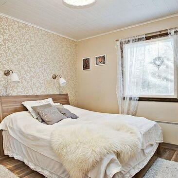 Maalaisromanttinen makuuhuone 9900443