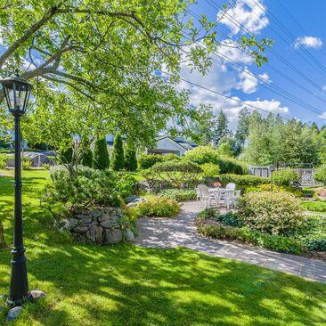 Kaunis piha ja puutarha ovat ilo silmälle