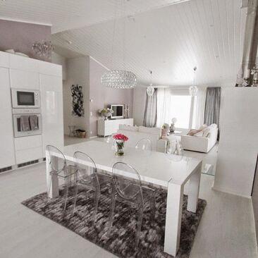Valkoinen, moderni keittiö