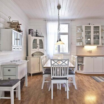 Viihtyisä maalaisromanttinen keittiö