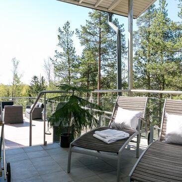 Mukava paikka rentoutumiseen terassilla